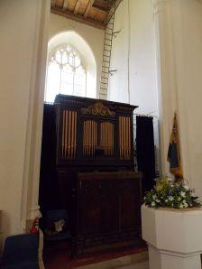 Berden_St_Nicholas_interior_-_01_organ_with_tower