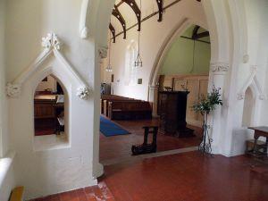 Berden_St_Nicholas_interior_-_12_chancel_arch_with_open_niches